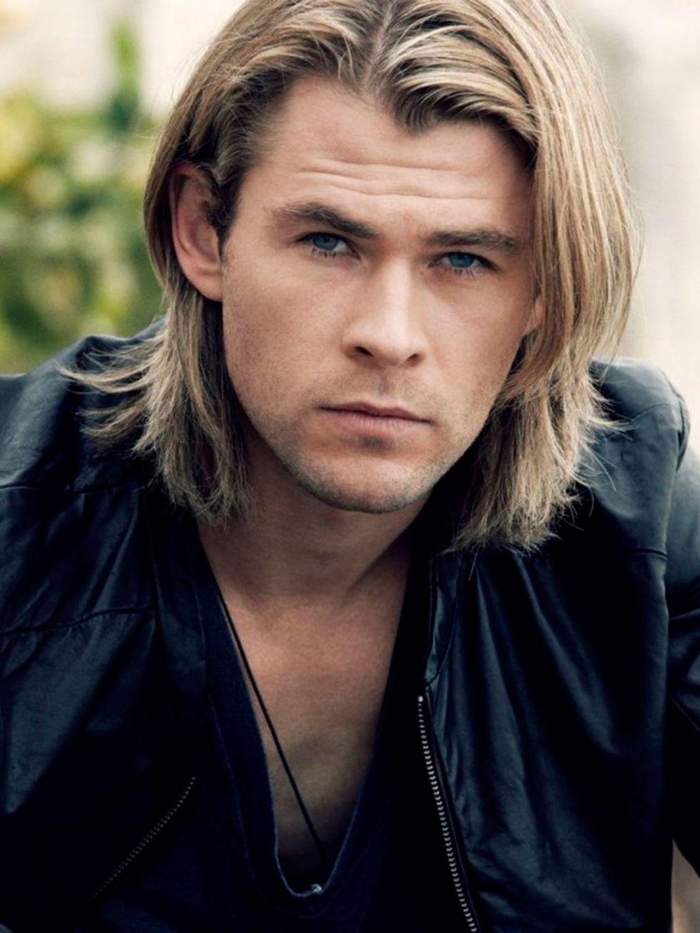 mái tóc dài của diễn viên chris hemsworth