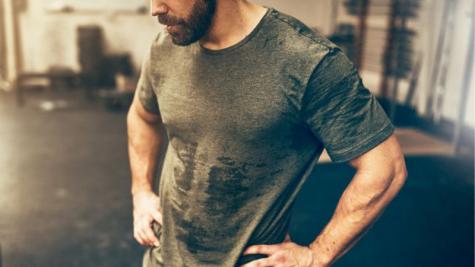 phương pháp giảm cân elle man chàng trai đổ mồ hôi sau buổi tập
