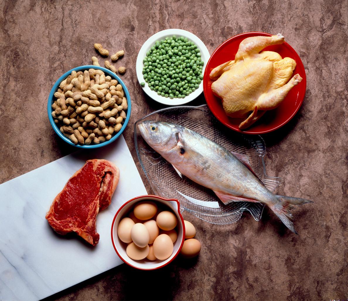 cach giam can cho nguoi de tang can - nap protein - elle man
