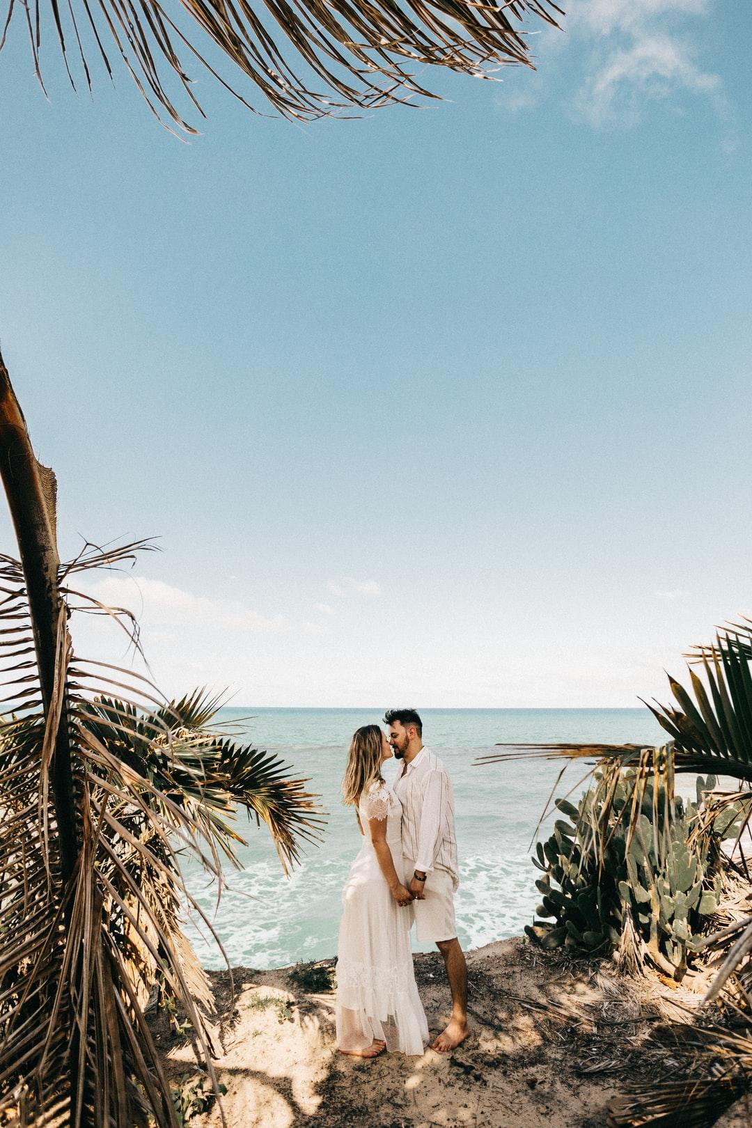 cặp đôi hôn nhau ở biển - chinh phục phụ nữ xử nữ 2