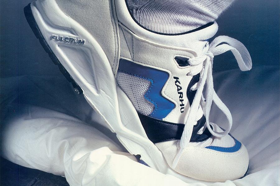 logo thương hiệu đôi giày Karhu cùng đế Fulcrum đặc biệt của mình