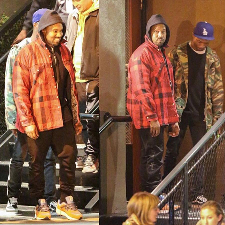 rapper kanye west trên đôi giày karhu