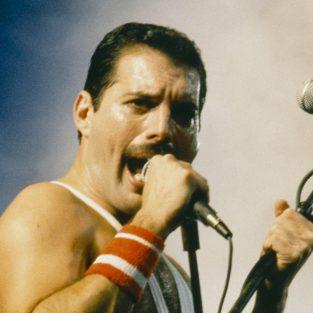 Freddie Mercury - Một cuộc đời kì vĩ nhưng cô đơn