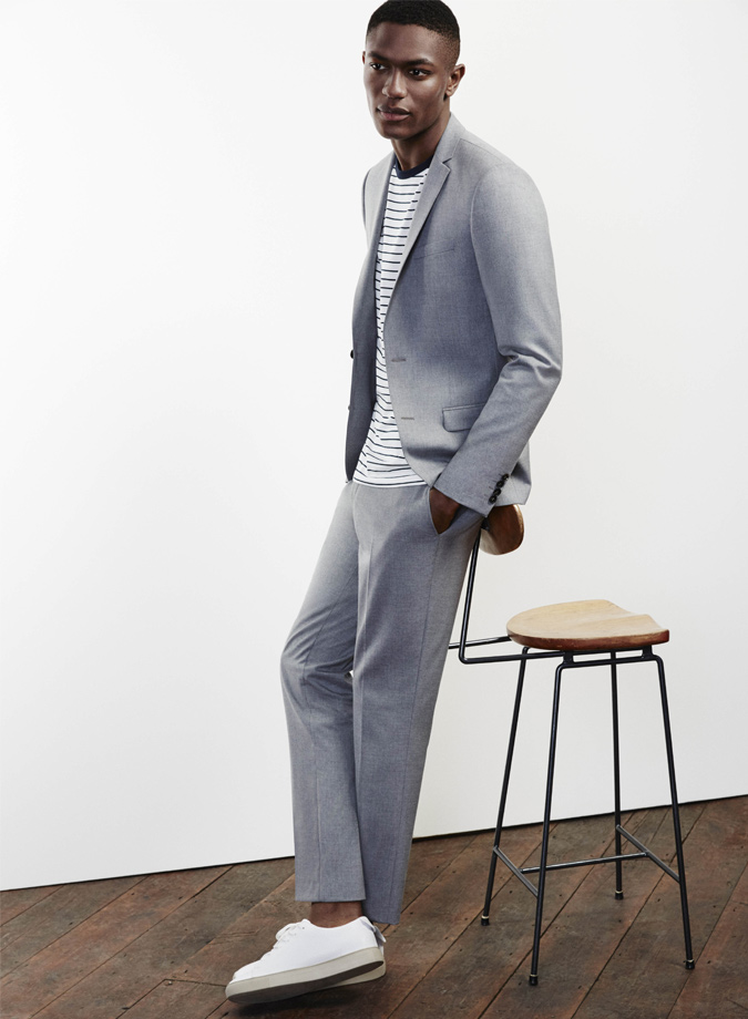 giày sneaker trắng elle man chàng trai kết hợp cùng suit