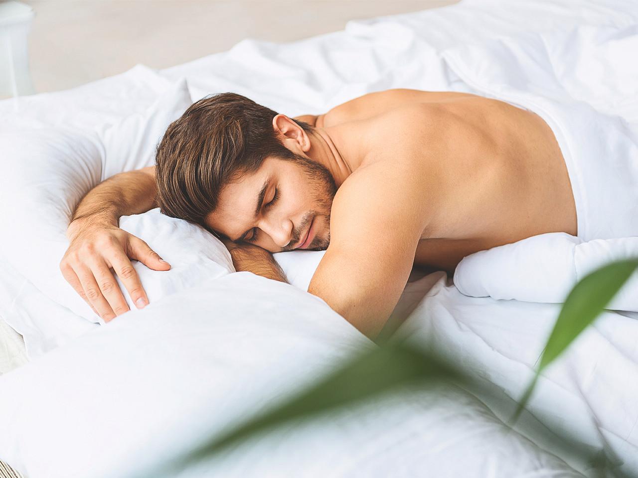 bệnh cảm lạnh elle man trai nằm ngủ