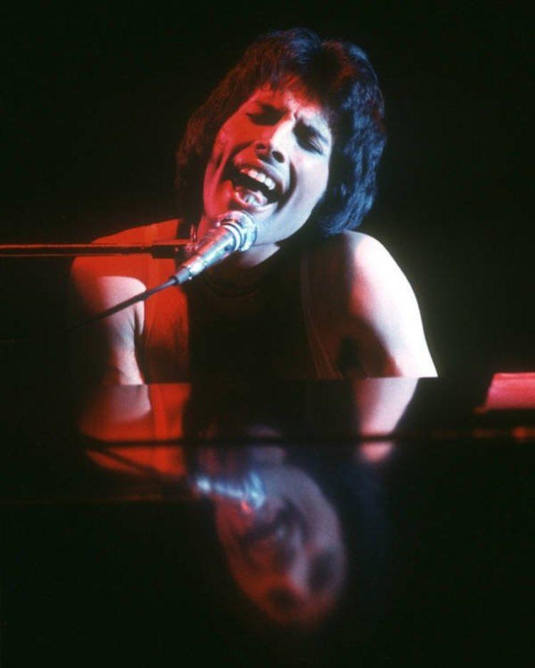 huyền thoại Freddie Mercury
