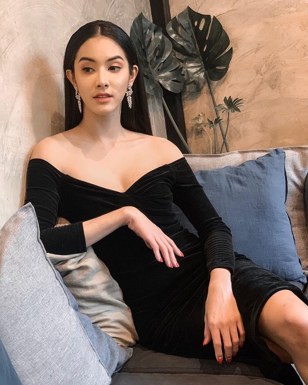 mỹ nhân chuyển giới - nadia diện váy nhung đen
