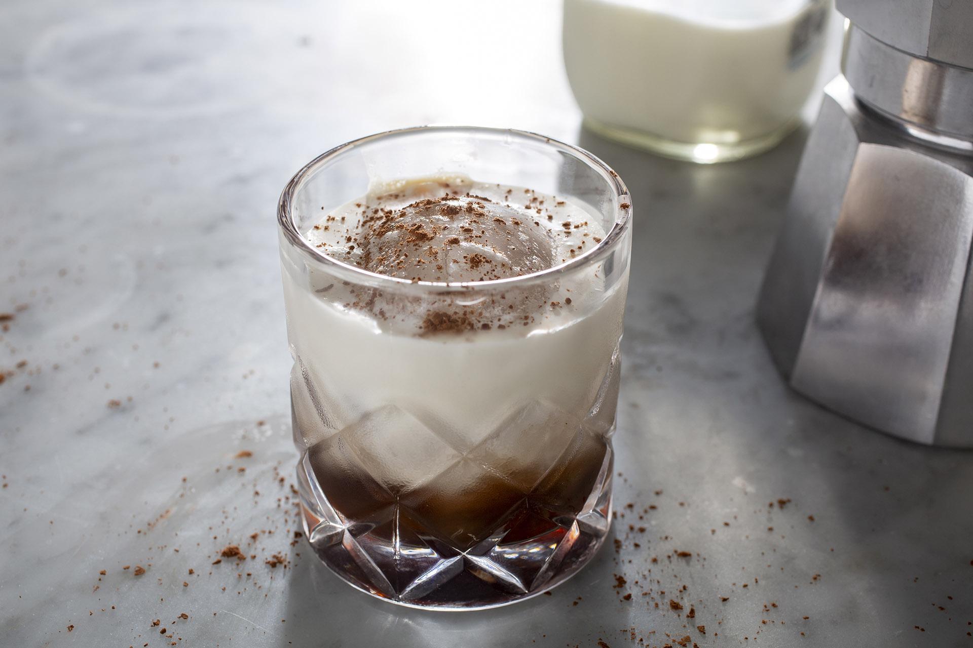 ruou cocktail mua thu 2019 - white russian - elle man