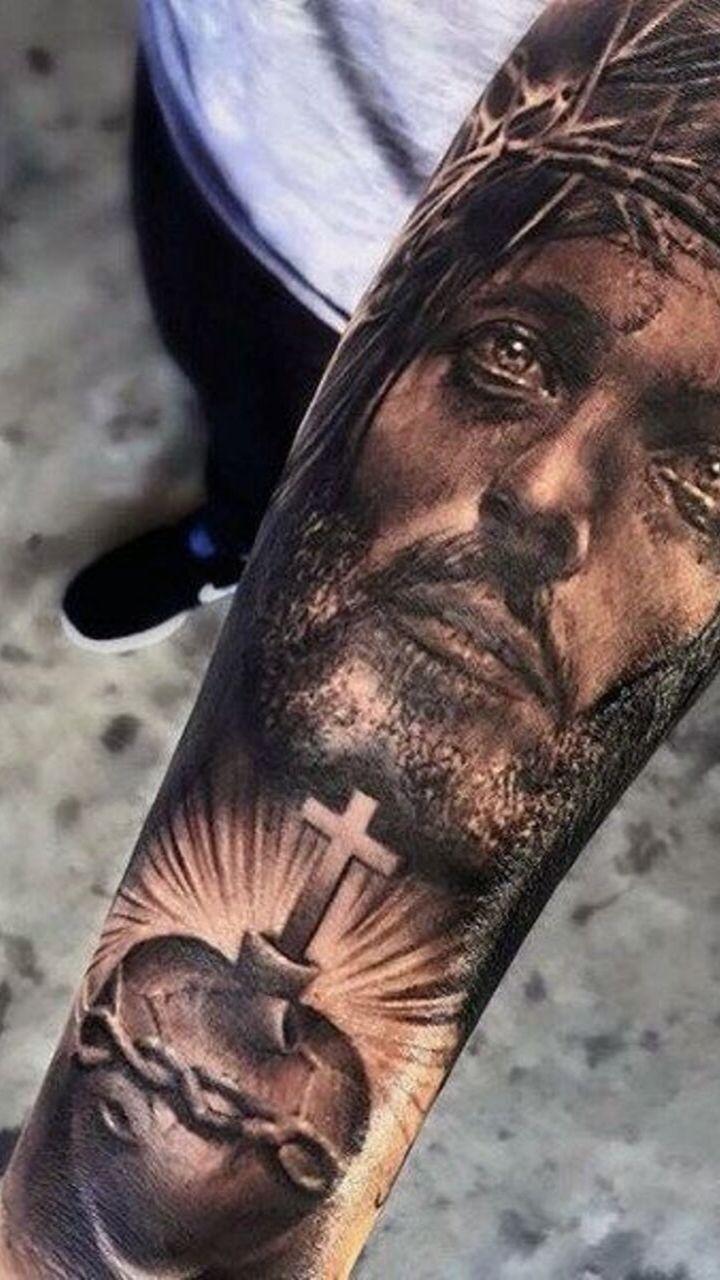 hình ảnh chúa jesu được xăm trên cánh tay - hình xăm nam giới - 2019 - elle man
