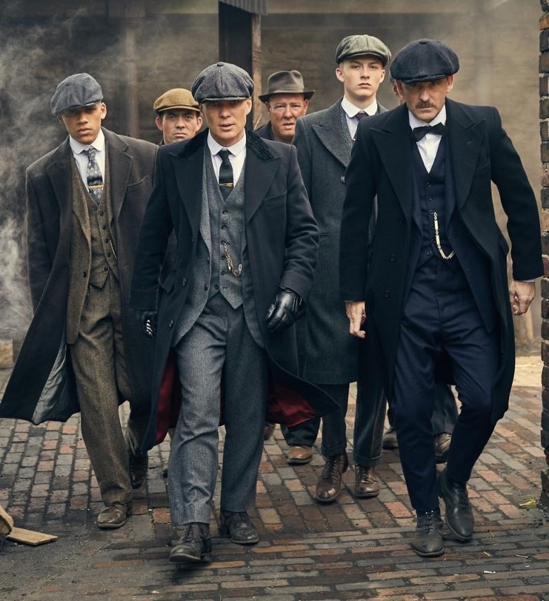 thoi trang phim peaky blinders - gangster walking on the street - elle man