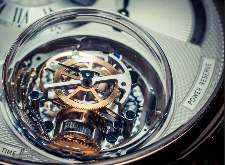 Nam nên chọn đồng hồ pin hay cơ thì thời trang?