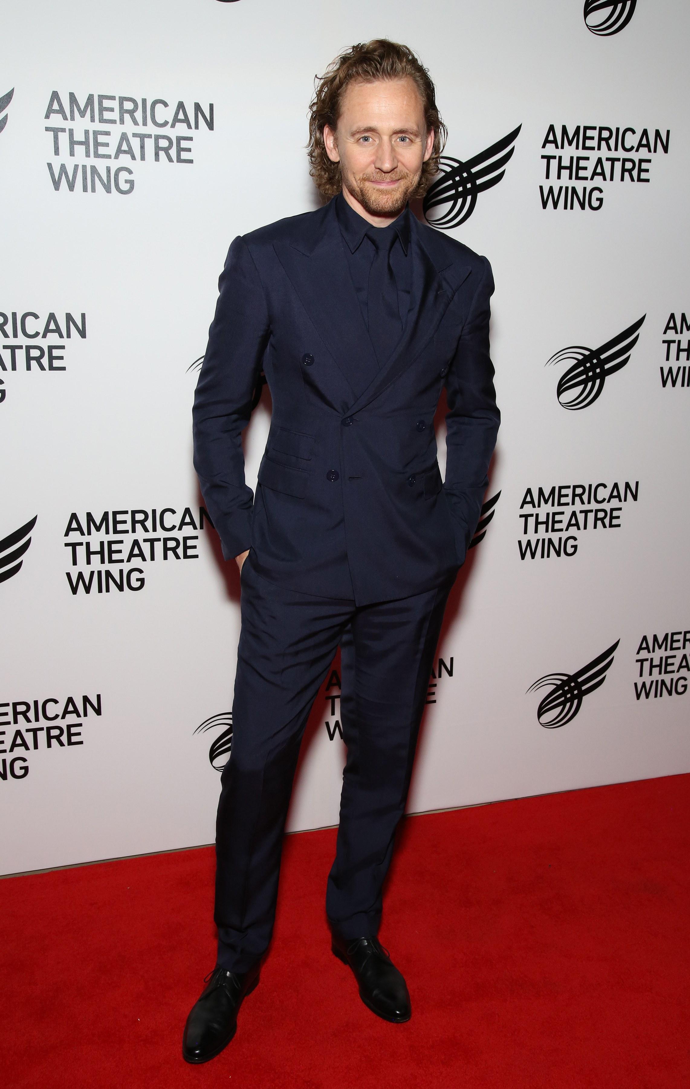 diễn viên Tom Hiddleston - sao nam mặc đẹp tuần cuối tháng 9