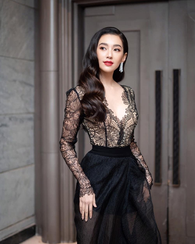 diễn viên thái - bella diện váy đen