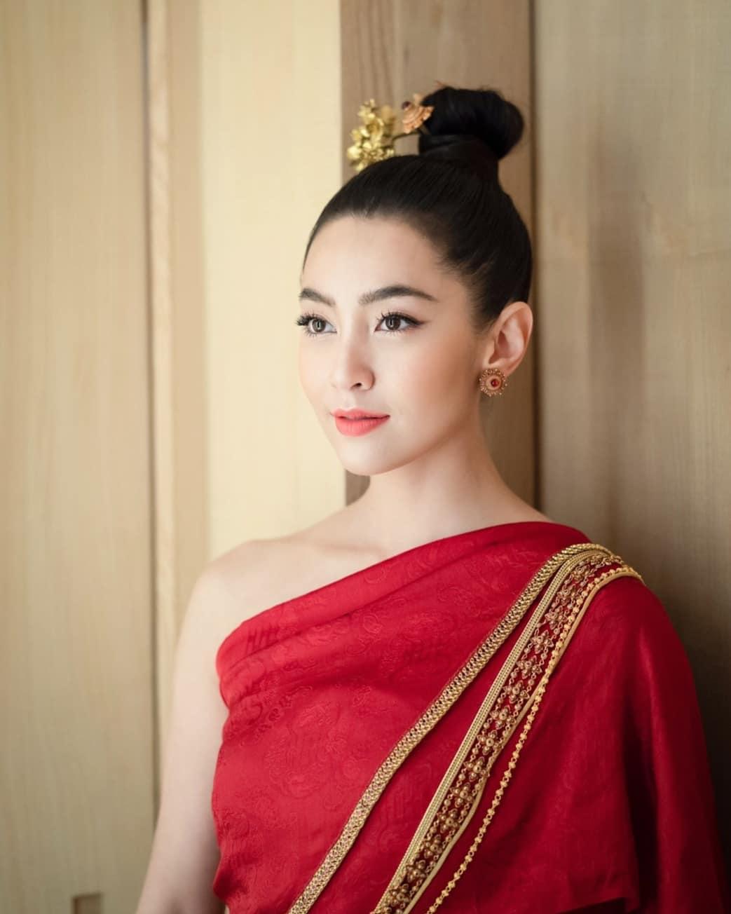 diễn viên thái - bella trong trang phục truyền thống