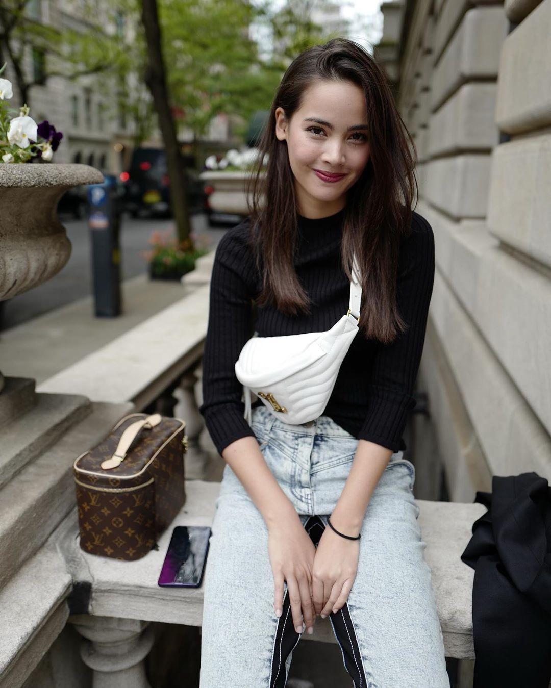 diễn viên thái - yaya với phong cách streetstyle