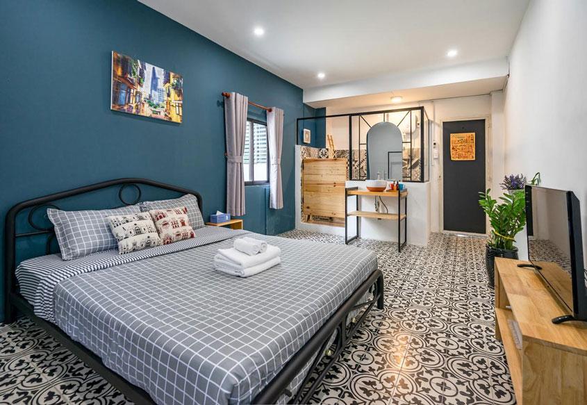 Phòng ngủ được trang trí theo phong cách Đông Dương