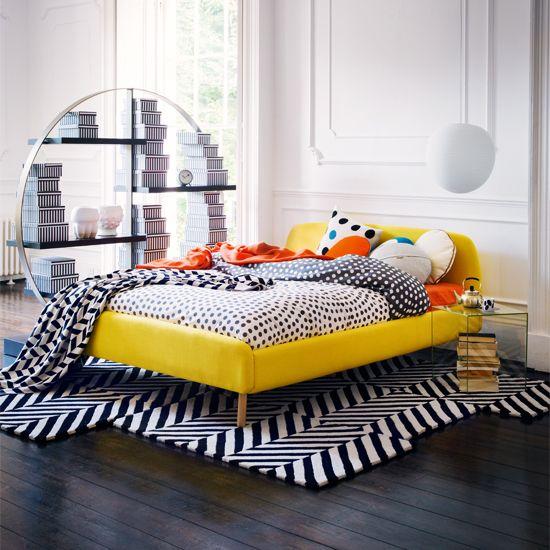 Phòng ngủ với nội thất Memphis có mang hơi hướng màu sắc của color block thật ấn tượng