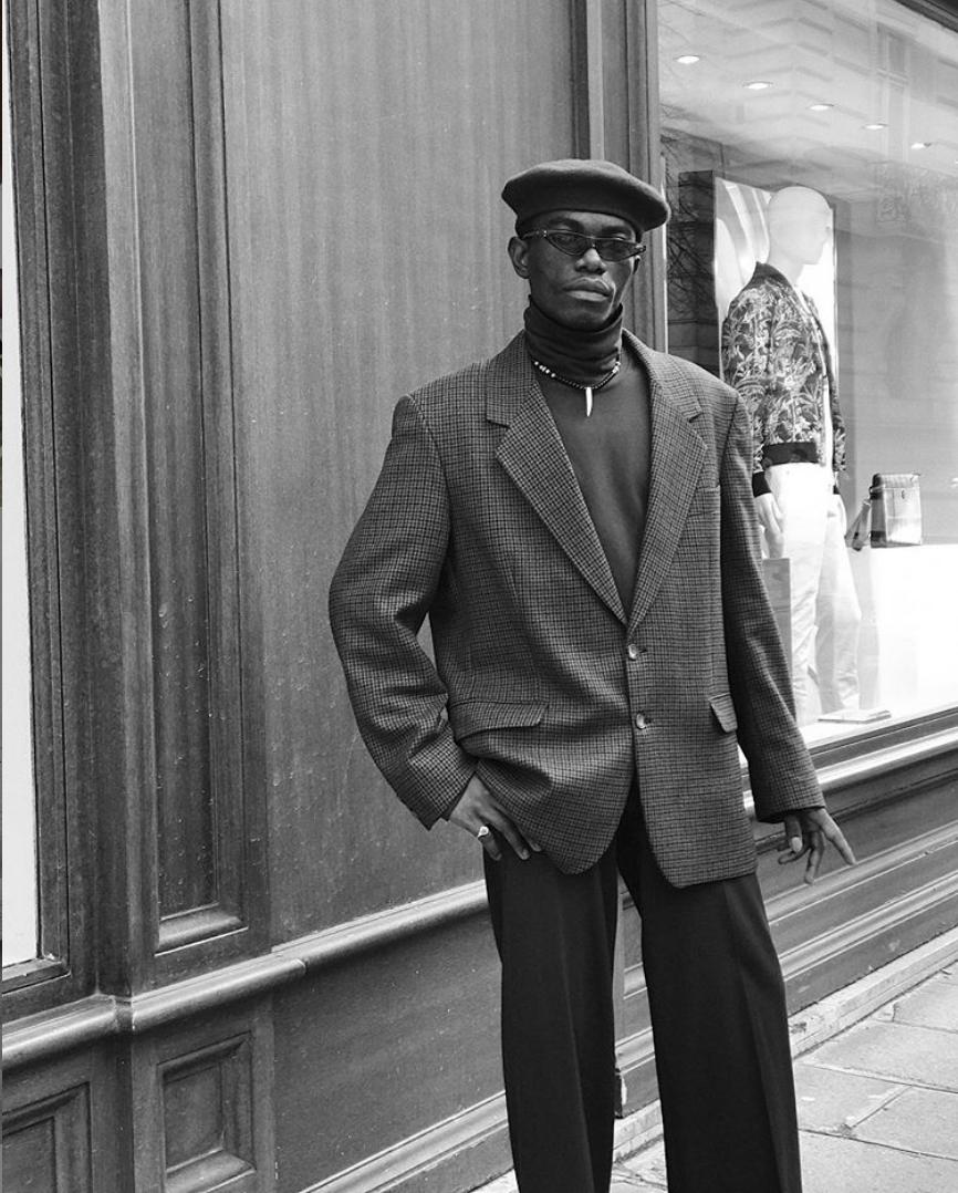 mũ beret nam màu đen cổ điển cùng áo blazer