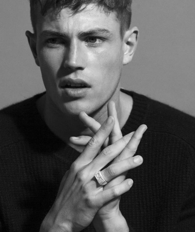 Chú ý kích cỡ của các ngón tay đề có thể đeo nhẫn nam đẹp mắt