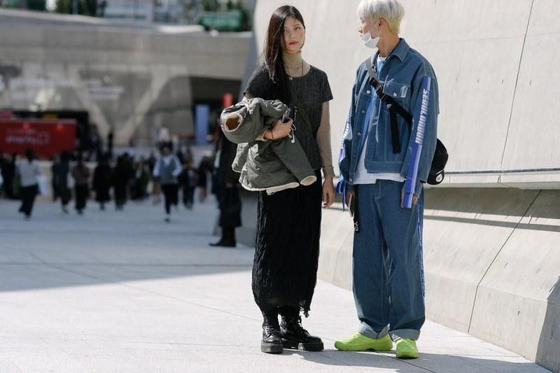 Chất liệu jean cũng là một trong những lựa chọn hàng đầu của các chàng trai trong phong cách thời trang đường phố hàng ngày