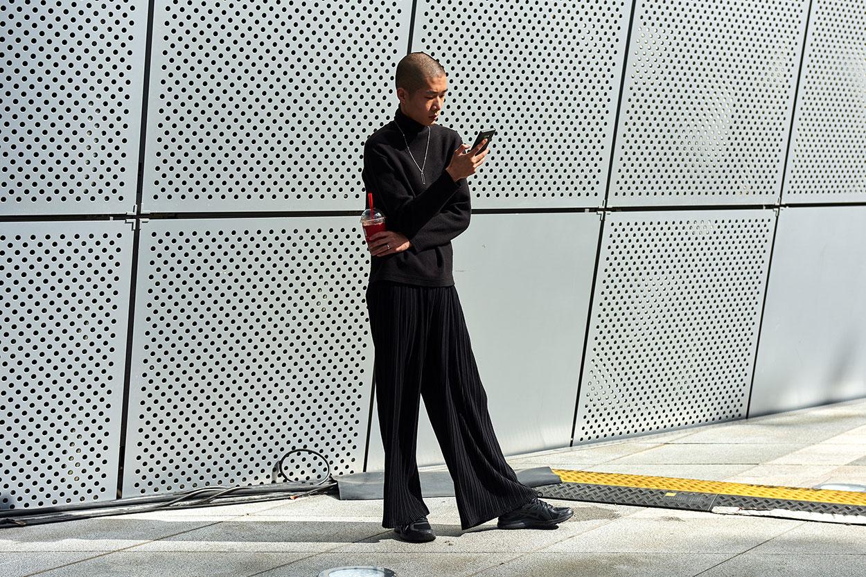 Xu hướng của những chiếc quần ống loe đang dần trở lại trong giới thời trang, tuy nhiên vẫn mang lại sự thú vị và mới mẻ cho bộ trang phục