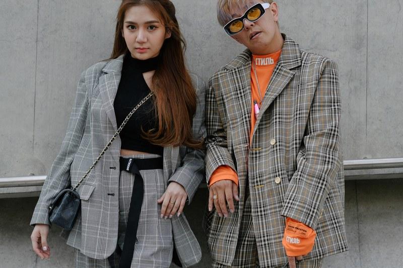 Phong cách thoải mái với những áo khoác veston chất liệu vải plaid oversize cũng là một lựa chọn thú vị cho những ai muốn tạo một cảm giác phóng khoáng, tự do