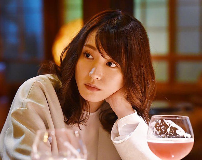diễn viên nhật - aragaki nhìn xa xăm