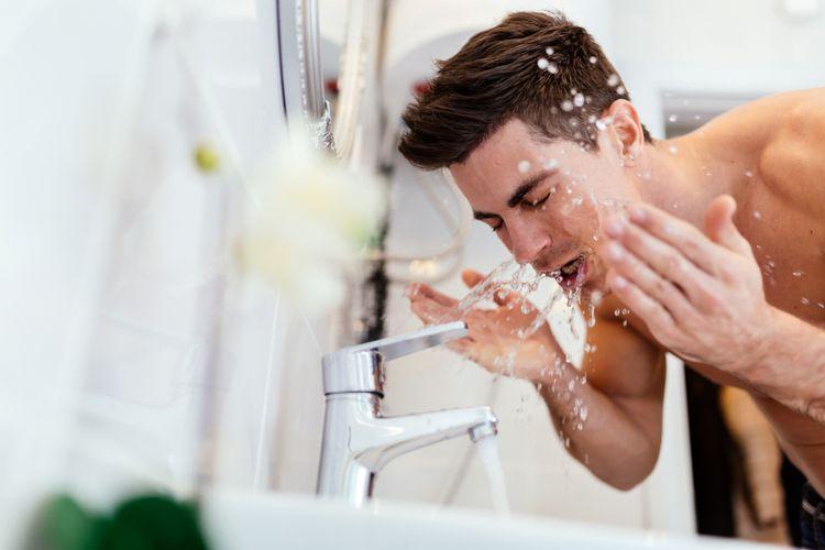 chỉ rửa mặt bằng nước thường hay một bước sửa rữa mặt vẫn chưa đủ để làm sạch da hoàn toàn