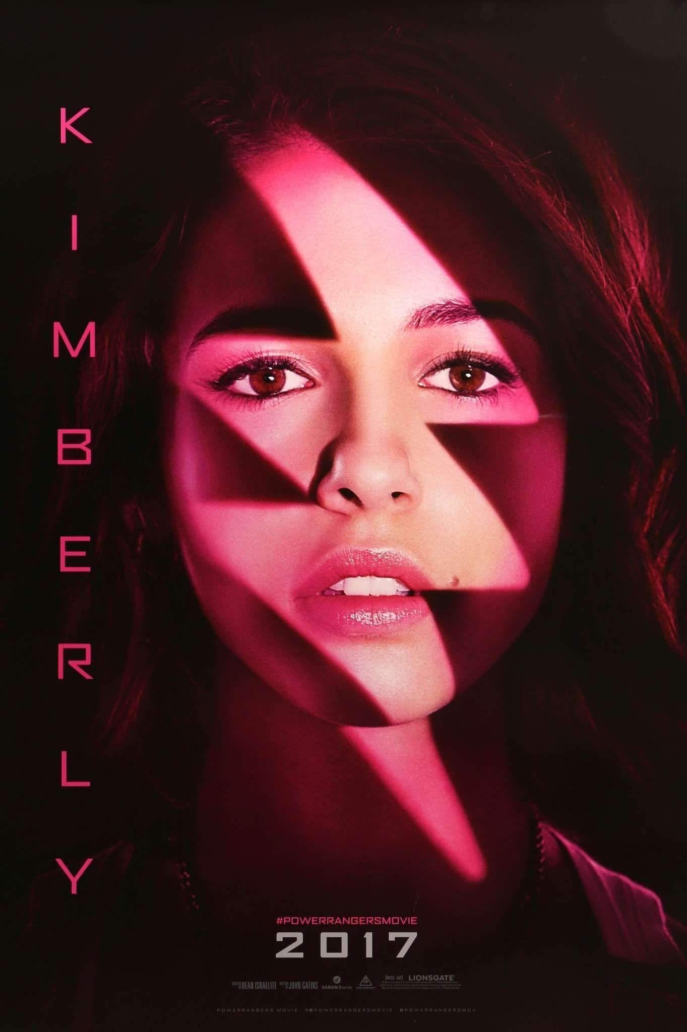 Naomi trong vai Kimberly (siêu nhân hồng) của Power Rangers.