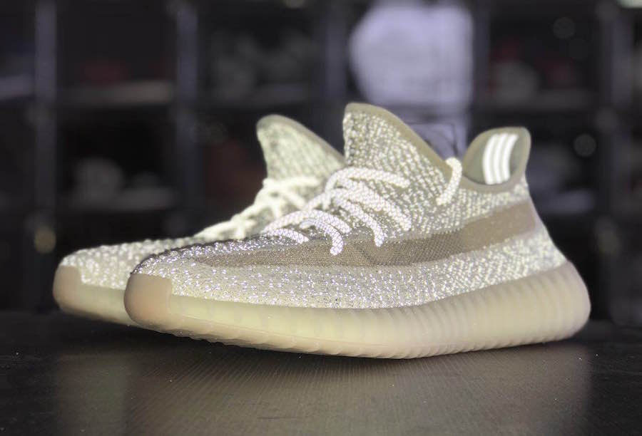Đôi giày thể thao adidas yeezy boost 350 v2 lundmark reflective