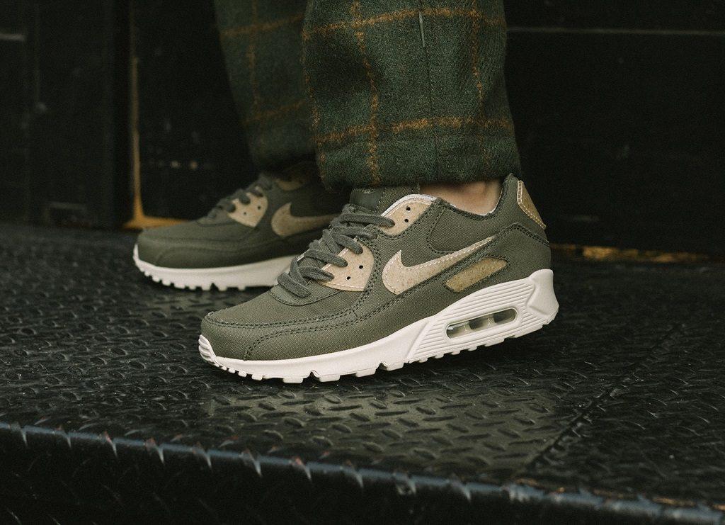 Đôi giày Maharishi x Nike Air Max 90 với chất liệu tự nhiên