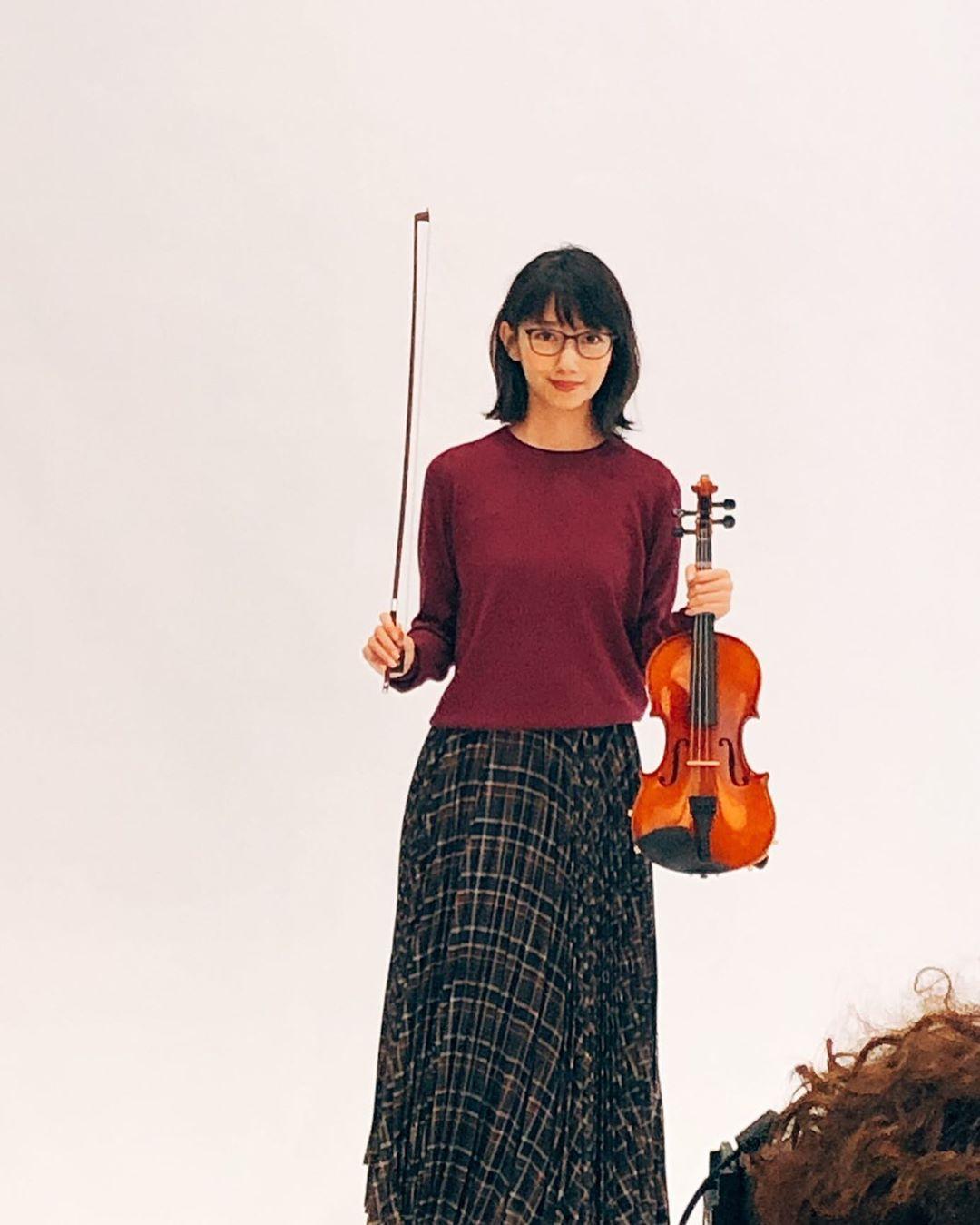 diễn viên nhật - haru cầm đàn violin