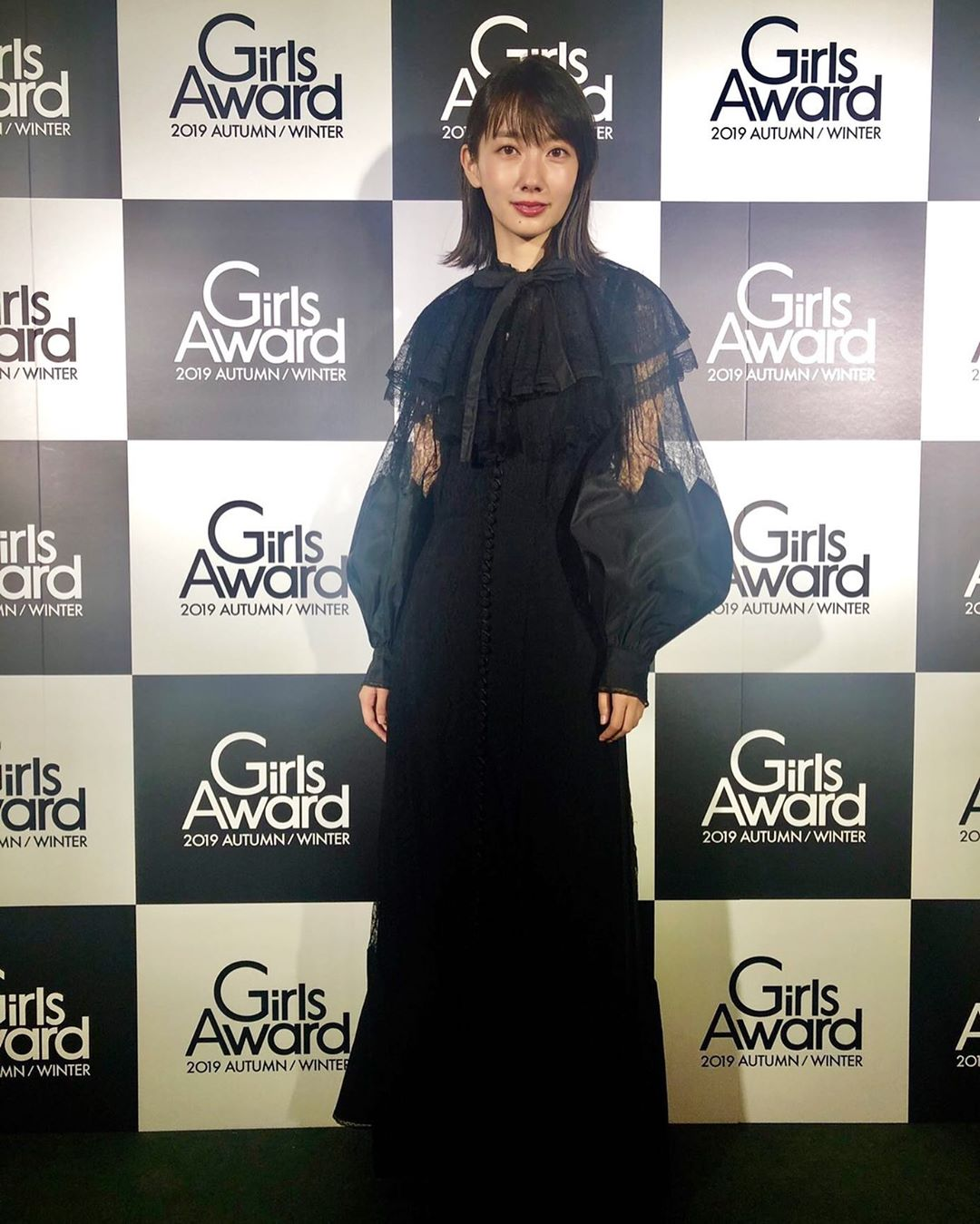 diễn viên nhật - haru mặc váy đen