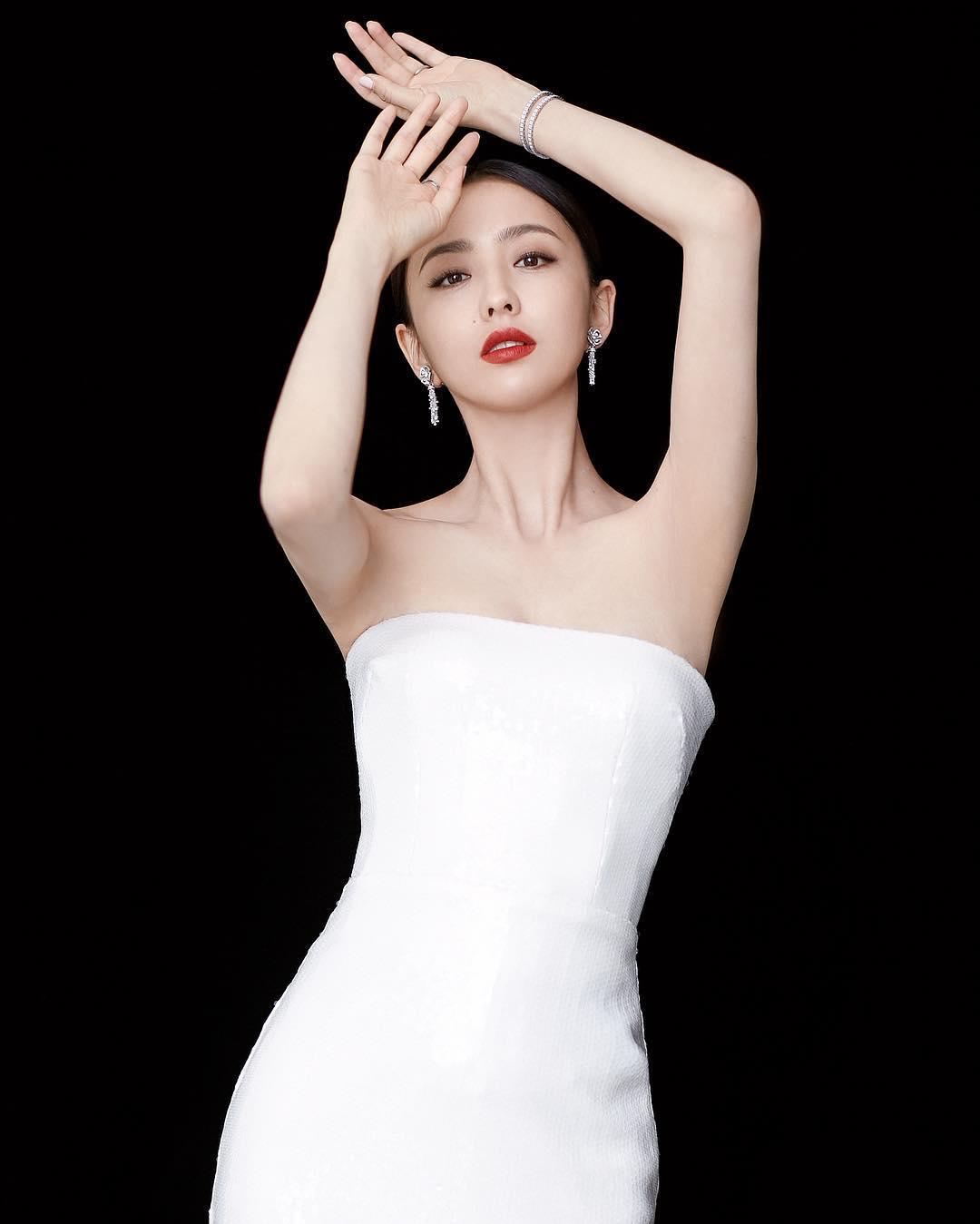mỹ nhân tân cương - đồng lệ á diện váy trắng
