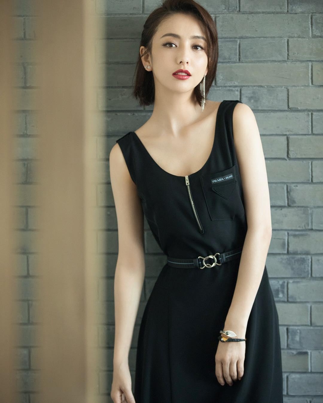 mỹ nhân tân cương - đồng lệ á vô cùng xinh đẹp với váy đen