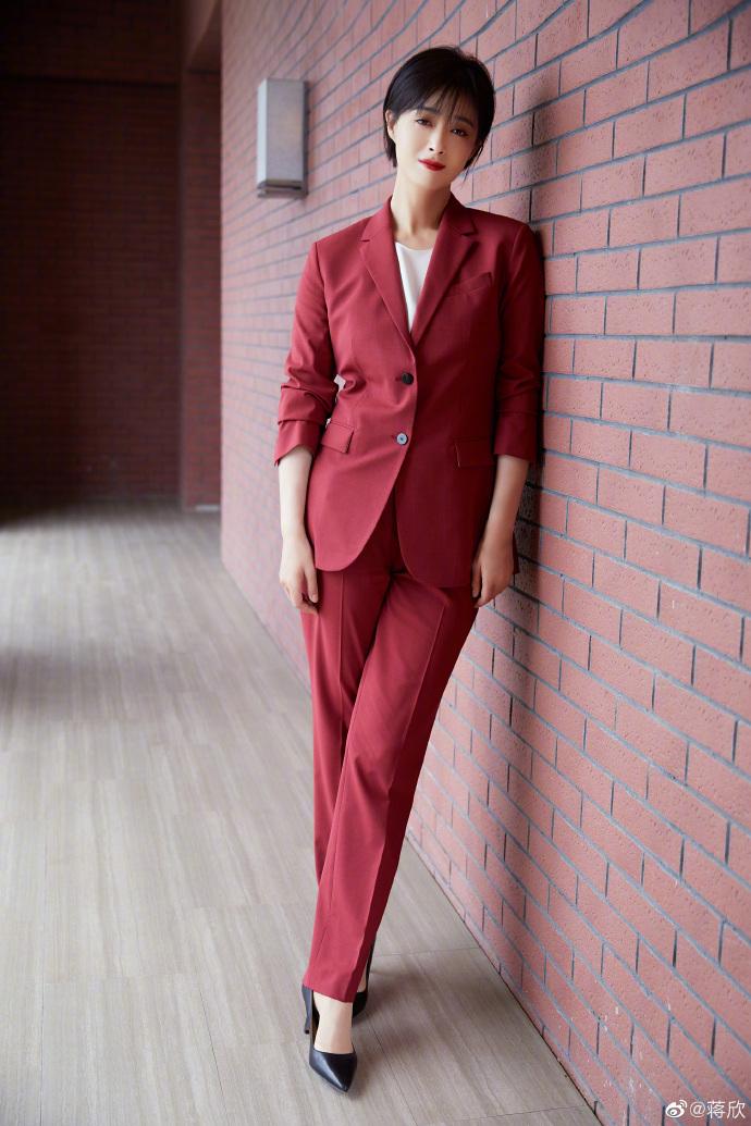 mỹ nhân tân cương - tưởng hân mặc suit đỏ