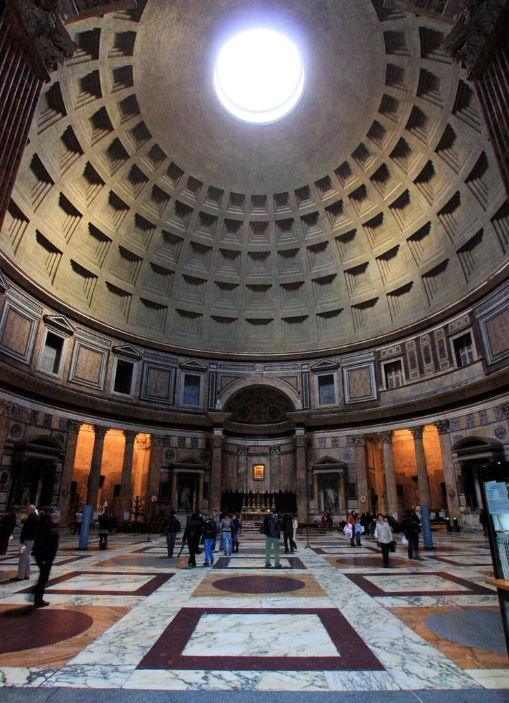phía bên trong của điện thờ Pantheon