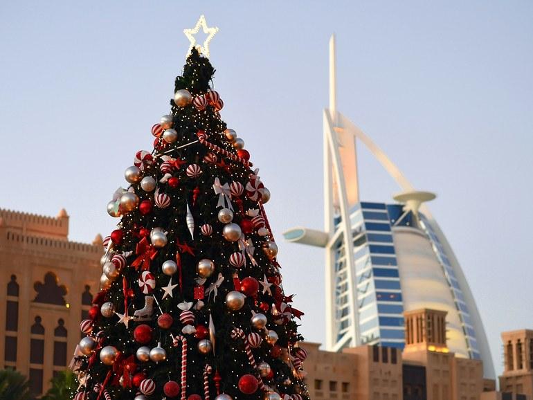 chiêm ngưỡng những cây thông ánh sáng quanh Dubai