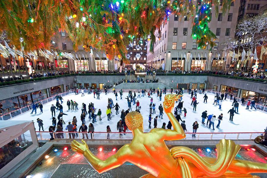 trượt băng tại Rockefeller center địa điểm du lịch Giáng Sinh nổi tiếng