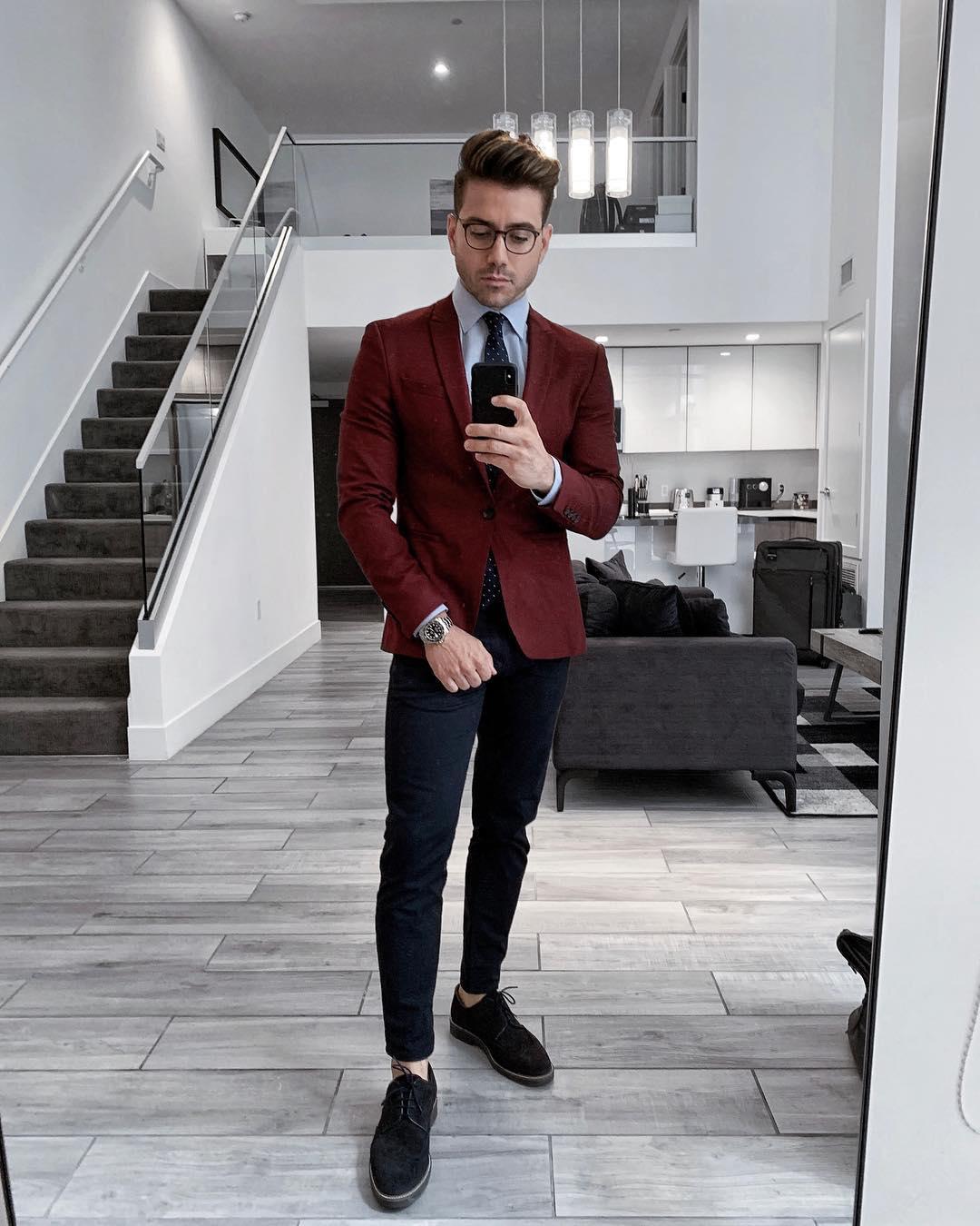 phối trang phục màu đỏ burgundy - alex costa