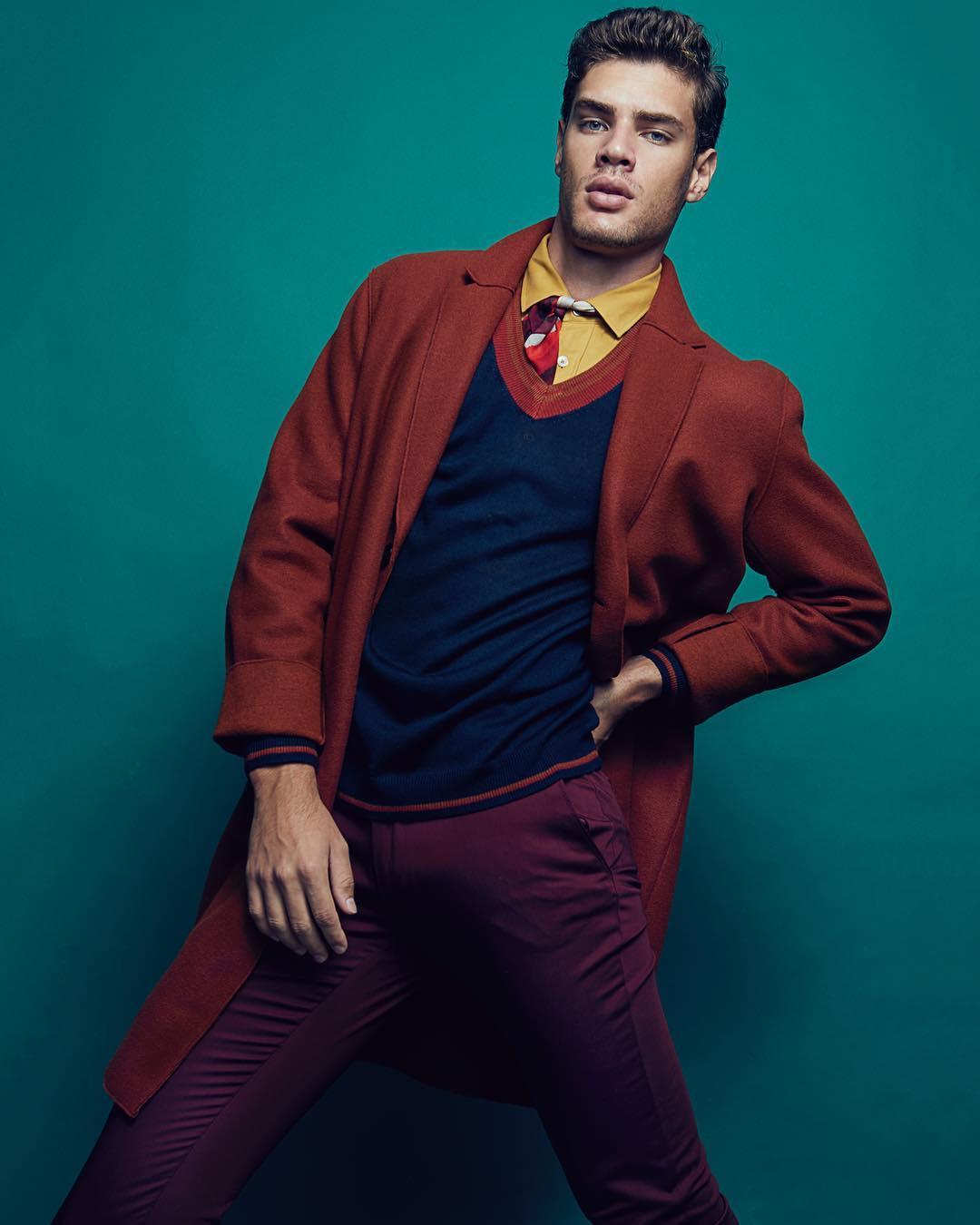 phối trang phục màu đỏ burgundy - lucas loyola