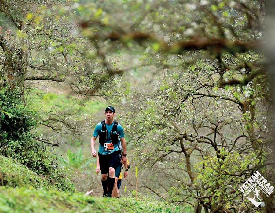 chay bo marathon - vietnam trail marathon - elle man