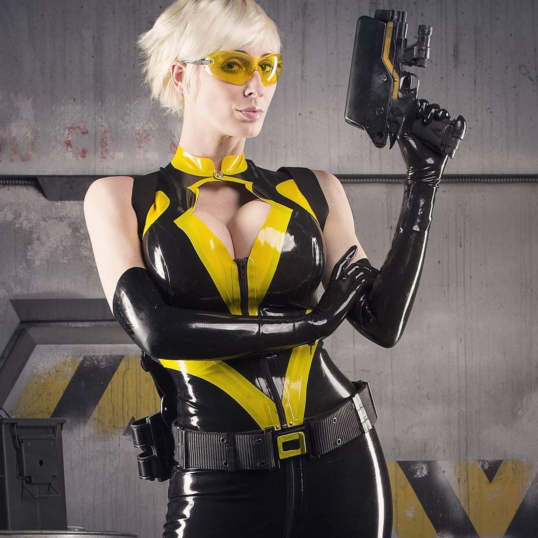 nữ cosplay marie điệp viên
