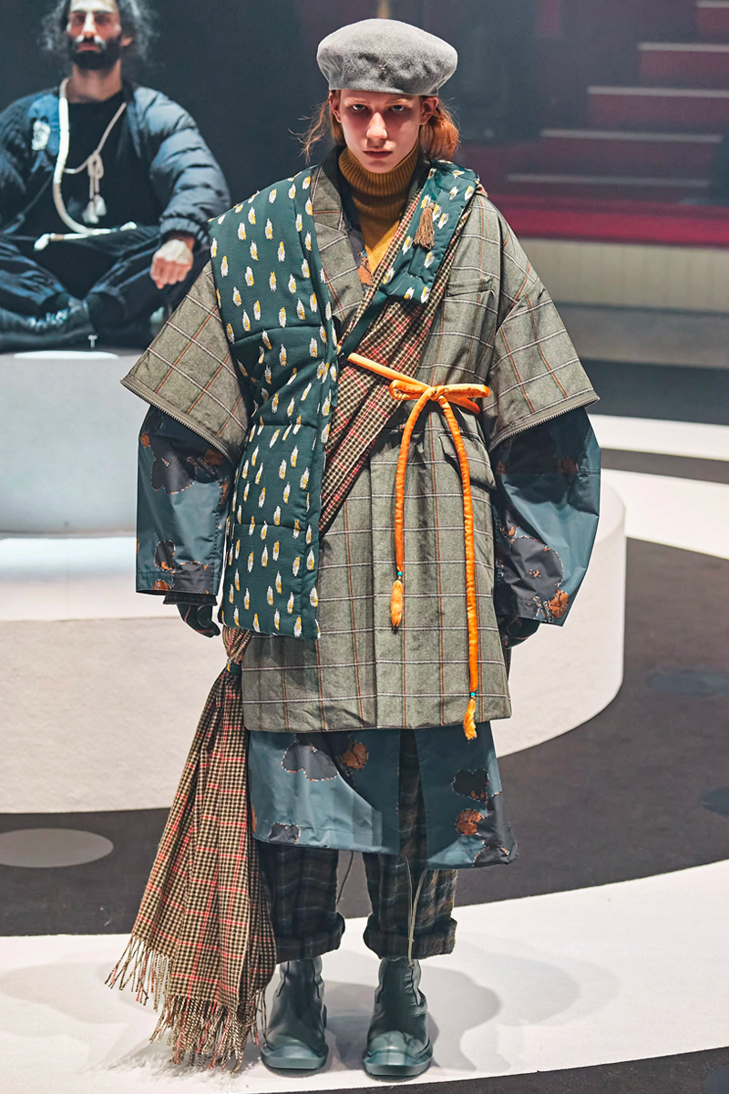 thuong-hieu-undercover-tuan-le-paris-fashion-week-2020-elle-man-17