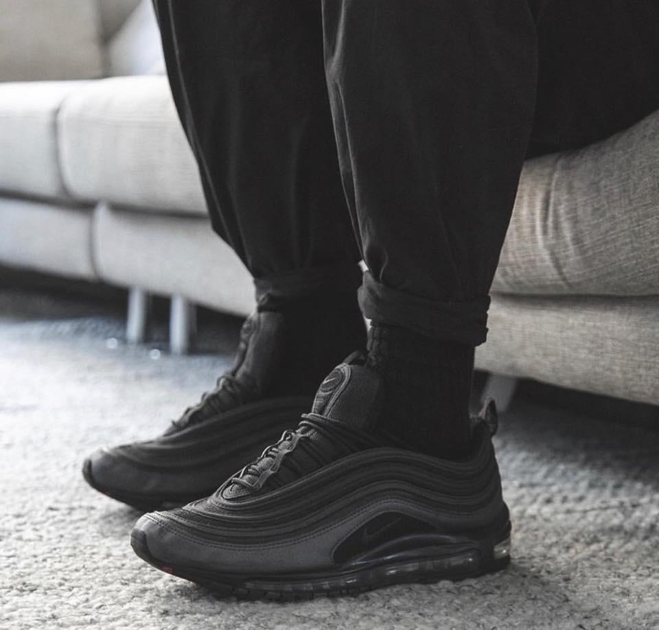 97-giay-sneaker-den-elleman-0220-thesolesupplier