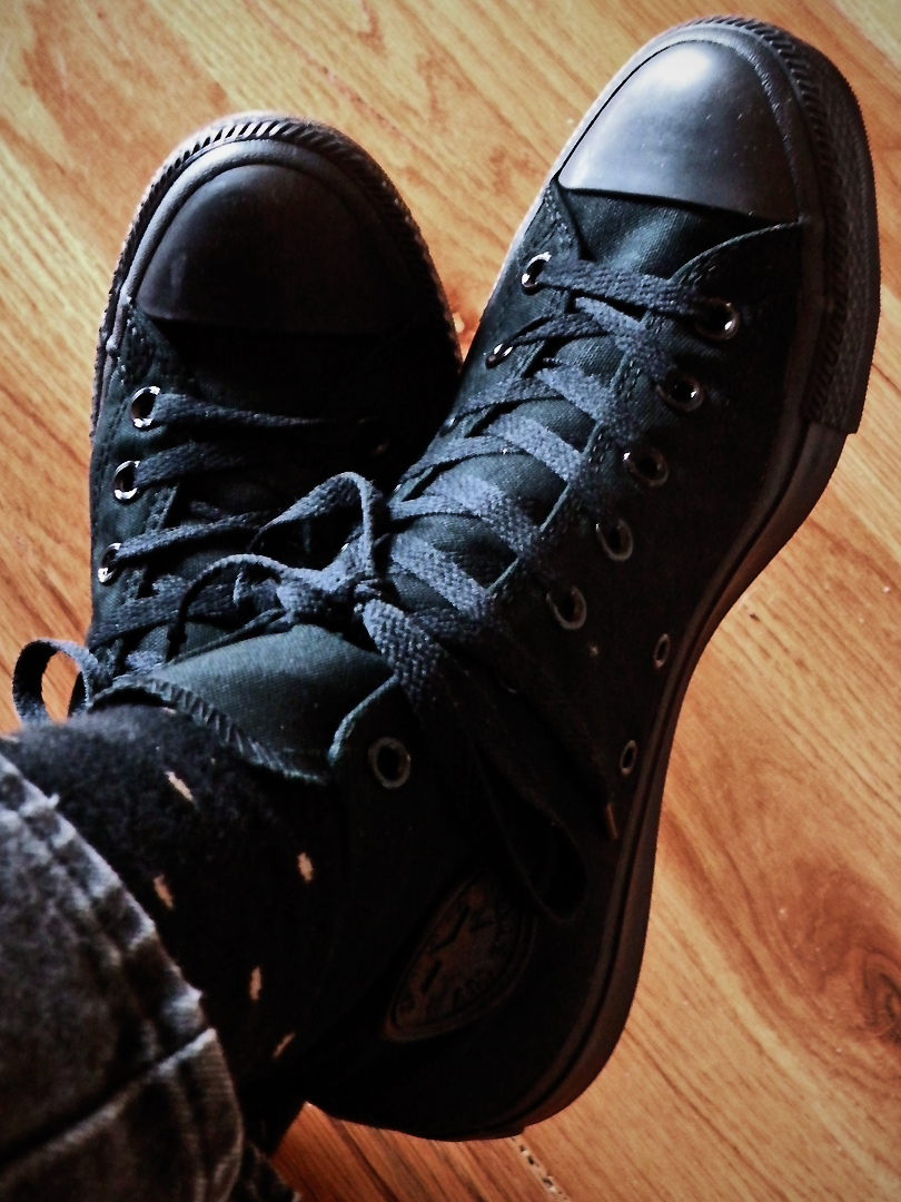converse3-giay-sneaker-den-elleman-0220-georgienylons