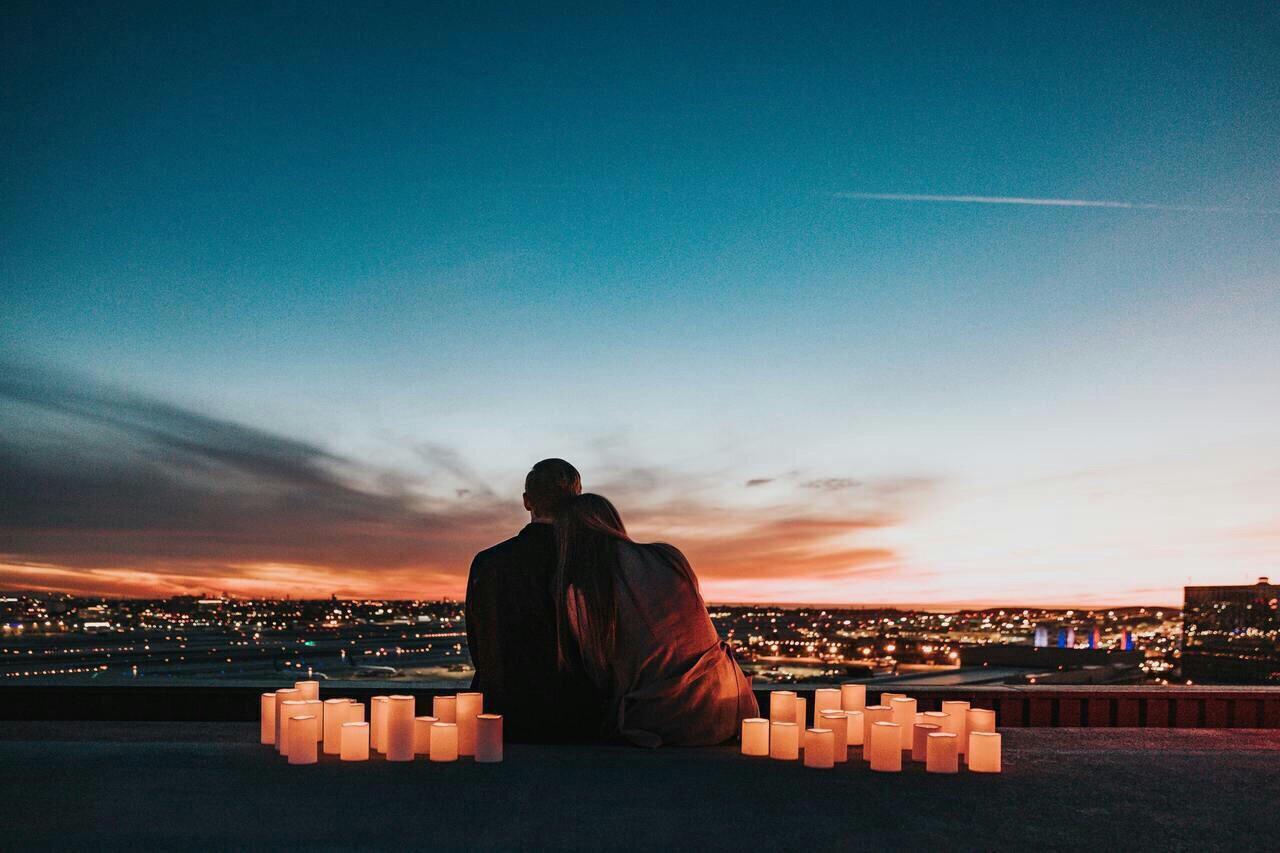 hẹ hò với cung song ngư - cặp đôi ngắm hoàng hôn