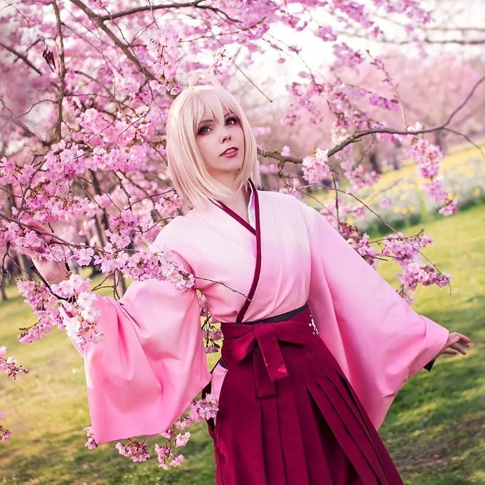 nữ cosplay 2 - calssara bên hoa đào