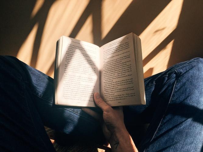 cung hoàng đạo vựt dậy tinh thần - bảo bình đọc sách