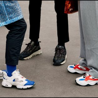 """Liệu giày chunky sneaker vẫn """"sống tốt"""" trong 2020?"""